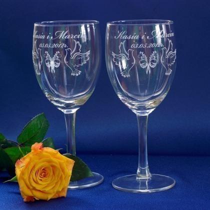 Grawerowane kieliszki do wina
