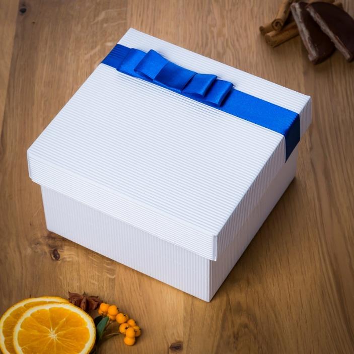 Pudełko prezentowe z tasiemką
