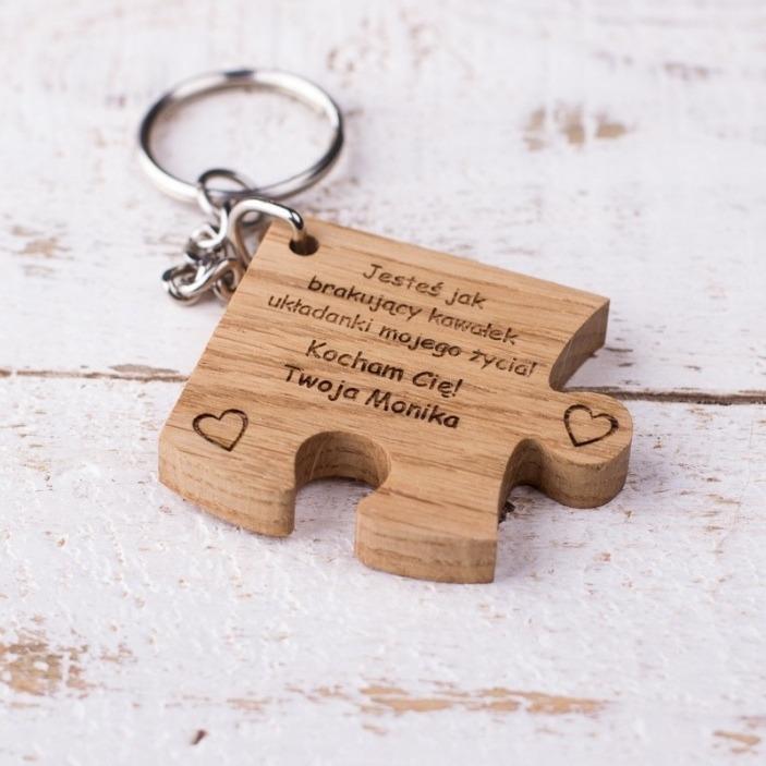 Drewniany grawerowany brelok puzzle