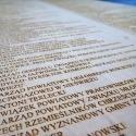 Grawerowana drewniana tablica